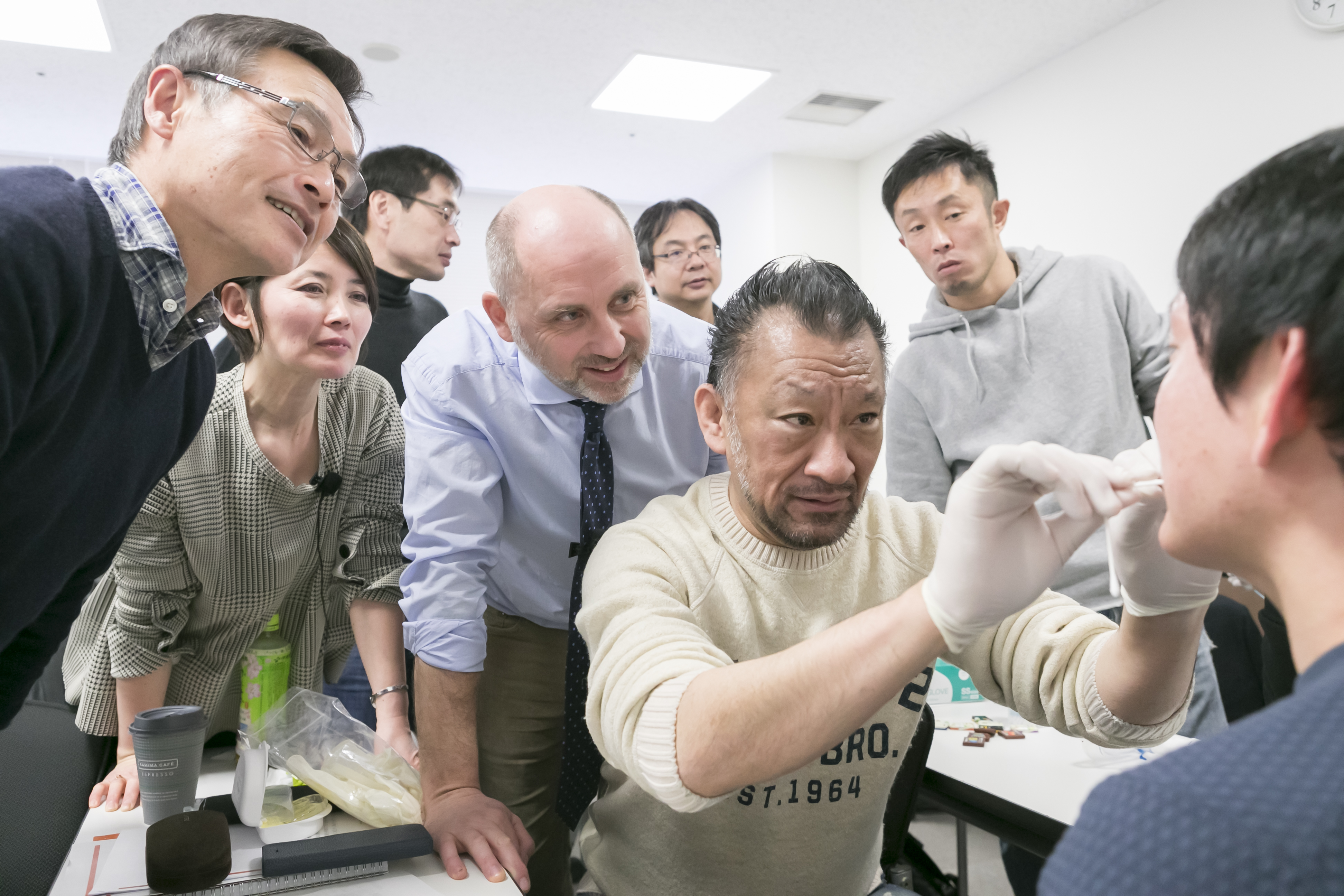 Groupe de formation de Tongue Lab aux Japon